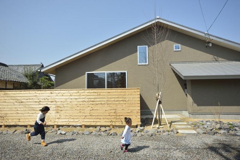 三角屋根のぬりかべのお家